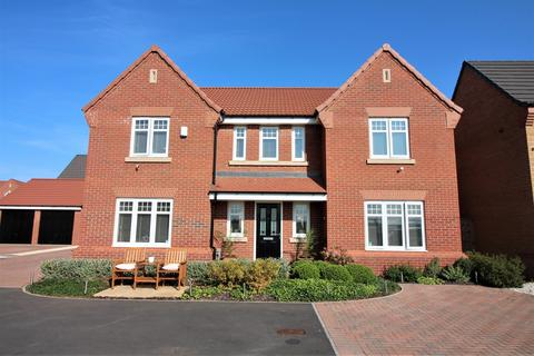 5 bedroom detached house for sale - Airfield Way, Hucknall, Nottingham, NG15