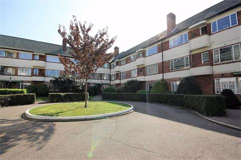2 bedroom flat to rent - Hermitage Court, South Woodford