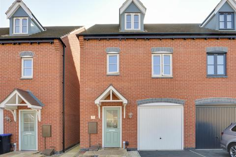 3 bedroom semi-detached house for sale - Albert Close, Hucknall, Nottinghamshire, NG15 7UZ