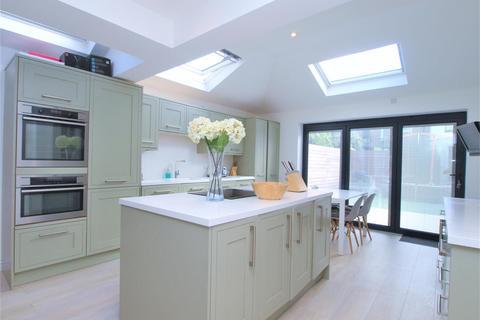 4 bedroom semi-detached house for sale - Park End, Bromley, BR1