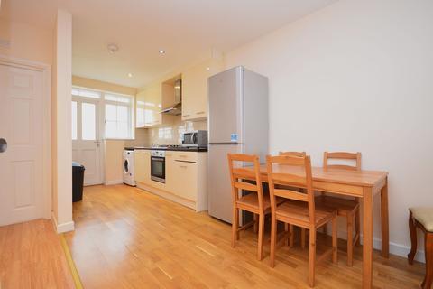 3 bedroom terraced house to rent - Steels Lane , London, E1