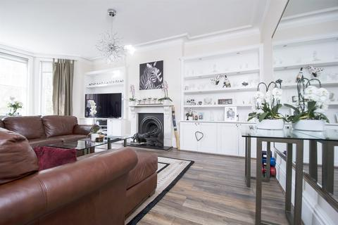 2 bedroom flat for sale - Esmond Gardens, South Parade, Bedford Park, Chiswick, W4