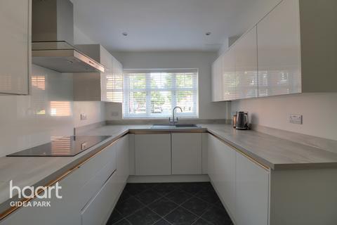4 bedroom terraced house for sale - Scholars Way, Gidea Park, RM2