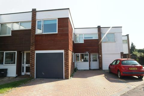 3 bedroom terraced house to rent - Leyburn Close, Woodley, RG5 4PX
