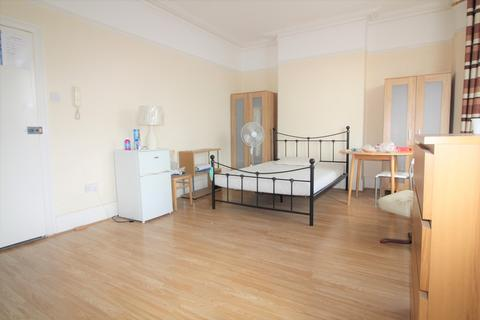 House share to rent - Green Lanes, Palmers Green, N13