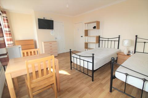 Studio to rent - Green Lanes, Palmers Green, N13