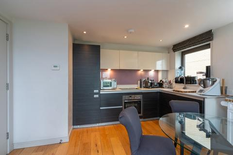 2 bedroom flat to rent - Sunflower Court, Granville Road, London NW2 2BF