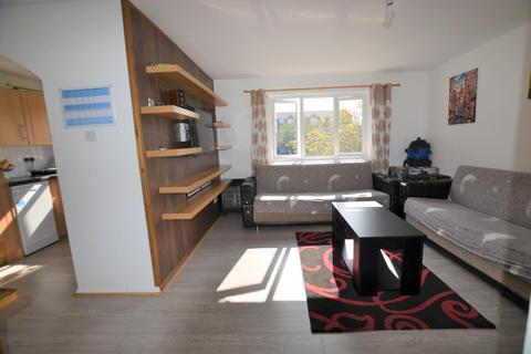 2 bedroom flat to rent - Wren Close, Edmonton