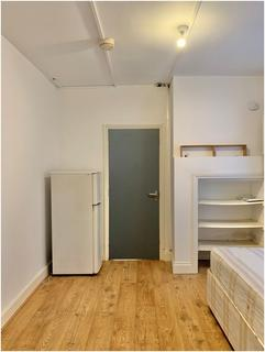 Studio to rent - Main Avenue, Enfield, Middlesex, EN1