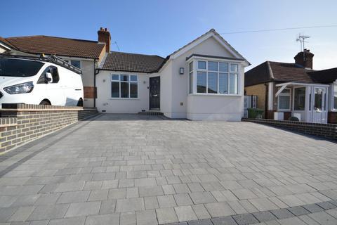 2 bedroom semi-detached bungalow for sale - Parkside Avenue, Romford, Essex, RM1