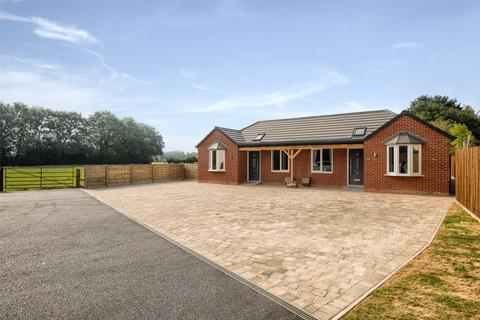 2 bedroom bungalow for sale - Stratford Road, Hockley Heath, Solihull, B94