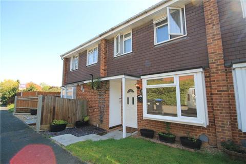 3 bedroom terraced house for sale - Kenton Way, Woking, Surrey, GU21
