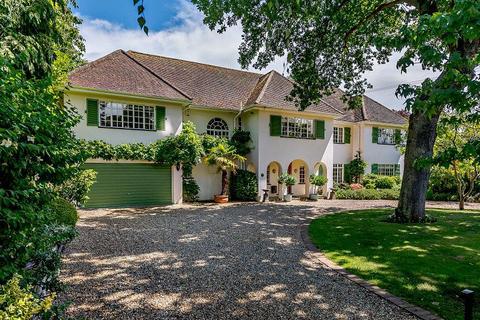 5 bedroom detached house to rent - Linksway, Northwood