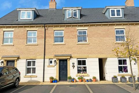 4 bedroom townhouse for sale - Pickering Gardens, Harrogate