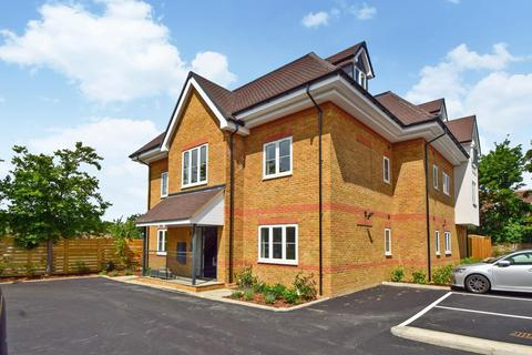 2 bedroom flat to rent - Summers Road, Burnham, SL1