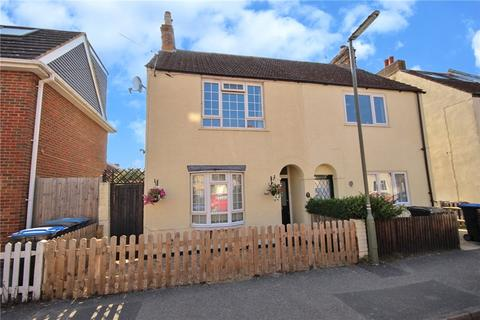 3 bedroom semi-detached house for sale - Hythe Park Road, Egham, Surrey, TW20