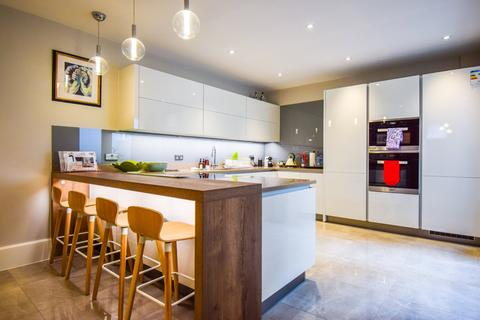 3 bedroom terraced house to rent - Pembridge Road, Notting Hill, London, W11