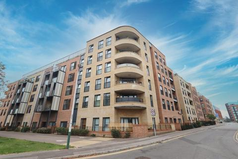 2 bedroom flat for sale - Maxwell Road, Romford, RM7