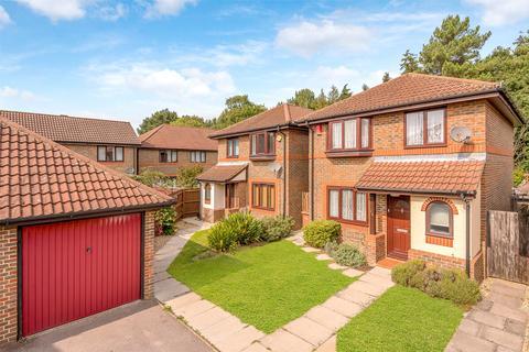 3 bedroom detached house for sale - Clarence Way, Horley, Surrey, RH6