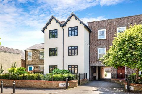 Callaghan Court, Berkhamsted, Hertfordshire, HP4. 2 bedroom apartment to rent