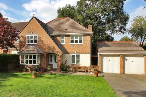 6 bedroom detached house - Joyce Close, Cranbrook, Kent, TN17 3LZ