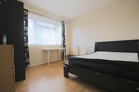 6 bedroom house share to rent - Malmesbury Road, London