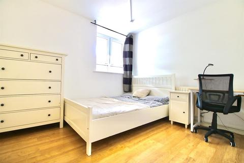 4 bedroom house share to rent - Boyd Street, London