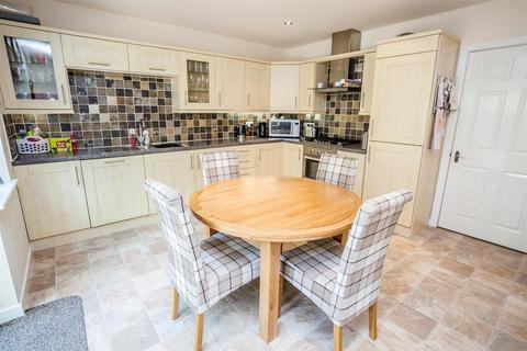 3 bedroom semi-detached house for sale - Lowergate, Huddersfield