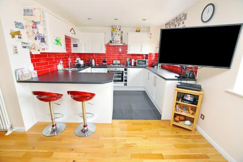 2 bedroom flat for sale - Redmayne Drive, Chelmsford, Chelmsford, CM2