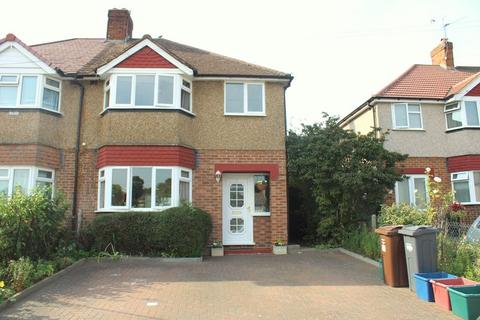 3 bedroom semi-detached house for sale - Spinney Drive, Feltham
