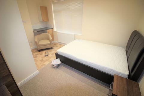 Studio to rent - Fully furnished Studio flat to rent, Town Centre, William Street