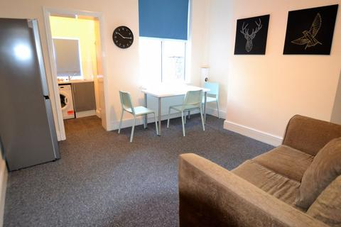 1 bedroom terraced house to rent - Blandford Road, Salford