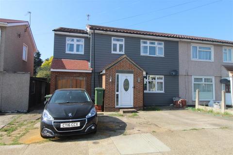 4 bedroom semi-detached house for sale - Saunton Road, Hornchurch