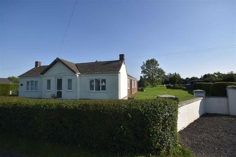 5 bedroom detached bungalow - Ledbury Road Crescent, Staunton, Gloucestershire