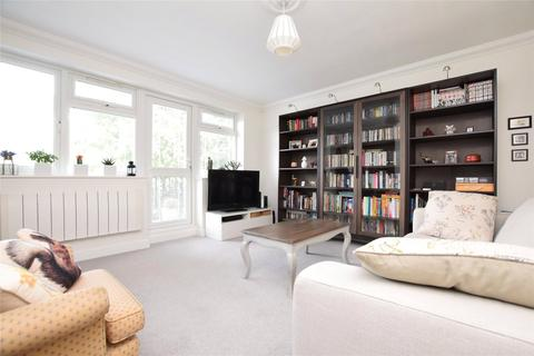 2 bedroom apartment for sale - Victor Close, HORNCHURCH, RM12