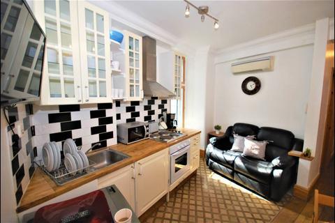 2 bedroom flat - Flat B, 2 Warwick House Street,, London, SW1Y