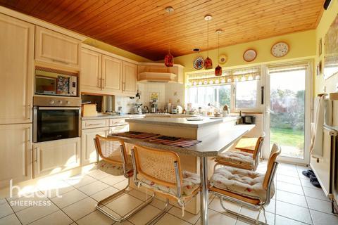 4 bedroom chalet for sale - Drake Avenue, Sheerness