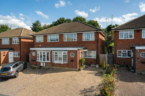 4 bedroom semi-detached house for sale - 4 BEDROOM IN SOUGHT AFTER CUL DE SAC, Hunton Bridge KINGS LANGLEY