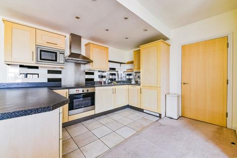 2 bedroom flat to rent - Longstone Court