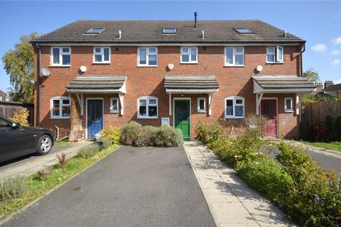 3 bedroom terraced house for sale - Gardenia Avenue, Luton, Bedfordshire, LU3
