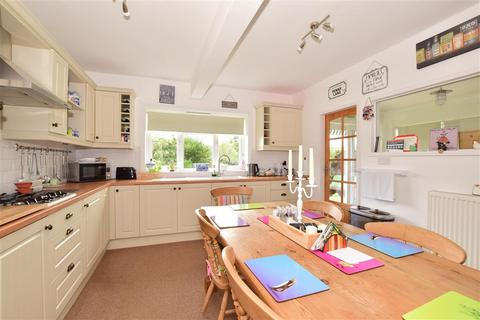 2 bedroom detached bungalow for sale - The Moat, Charing, Ashford, Kent