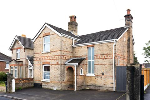 4 bedroom detached house to rent - Buckland road, Poole BH12