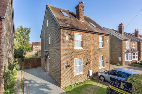 3 bedroom semi-detached house for sale - Lee Street, Horley, Surrey, RH6