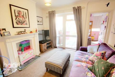 2 bedroom apartment for sale - Matlock Gardens, HORNCHURCH