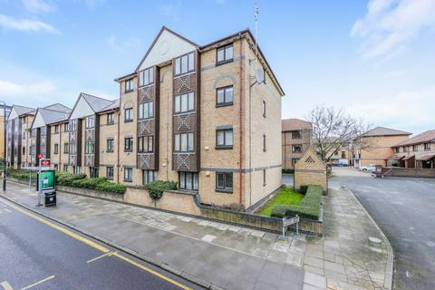 2 bedroom flat to rent - Transom Square, E14