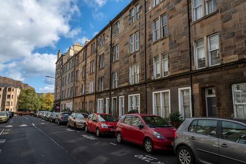 3 bedroom flat to rent - Montague Street, Newington, Edinburgh, EH8 9QX