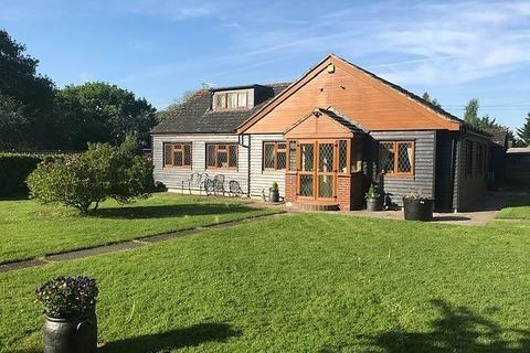 3 bedroom detached bungalow for sale - Hawthorns, Clapgate Lane, Chivers Road, Brentwood, Essex, CM15
