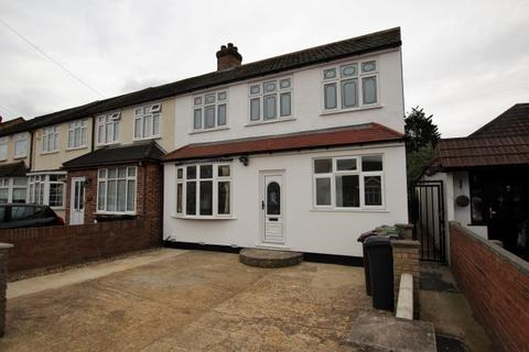 6 bedroom end of terrace house for sale - Mayswood Gardens, Dagenham East RM10