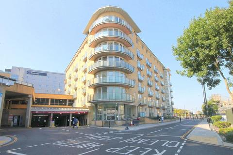1 bedroom flat - Bergenia House, Bedfont Lane, Feltham, TW13