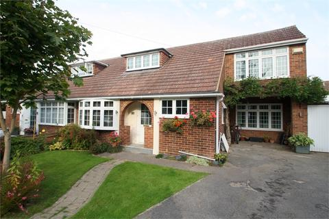 4 bedroom semi-detached house for sale - Lindsay Close, Stanwell, STAINES-UPON-THAMES, Surrey